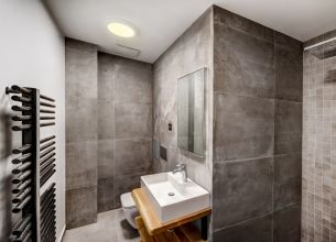 Apartmá Modern - One-bedroom-Modern-suites-bathroom