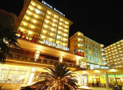 Hotel Riviera - outside view by night