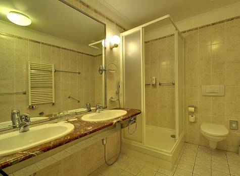 Radium Palace  - Radium Palace_Cat. de Luxe  I. A_bathroom - 4.jpg