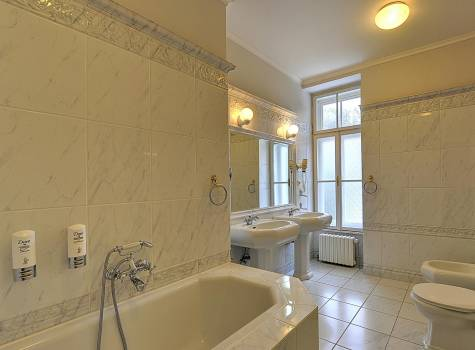 Radium Palace  - Radium Palace_Suite_bathroom - 1.jpg