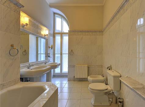Radium Palace  - Radium Palace_Suite_bathroom - 4.jpg