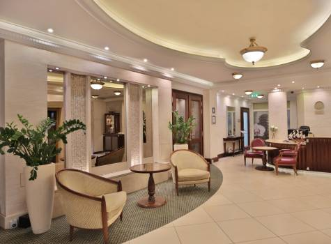 Luxury Wellness Resort Retro Riverside