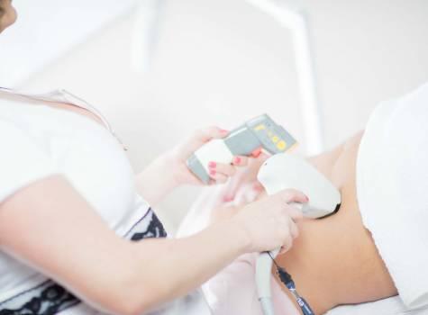 Zeštíhlující balíček s neinvazivní liposukcí (s Petra Clinic)